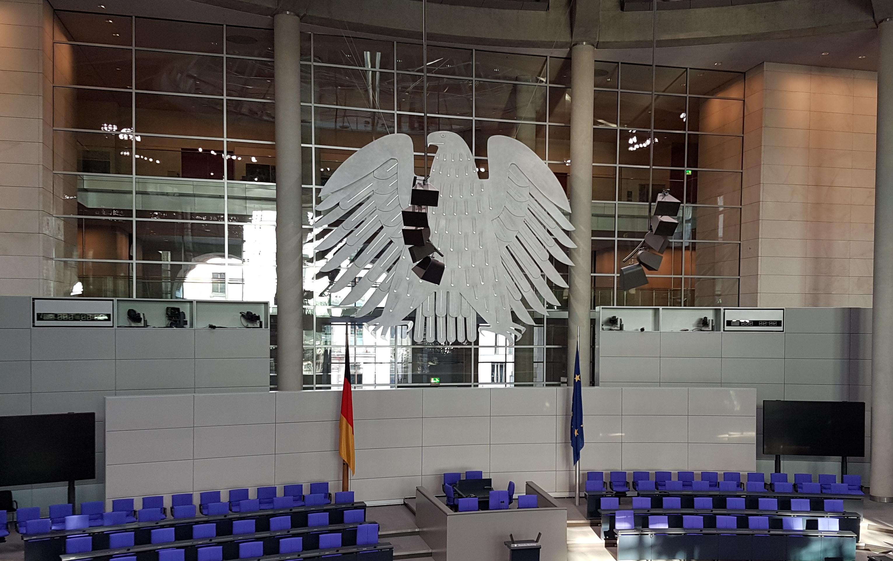 Bundestag_Plenarsaal_beschn2